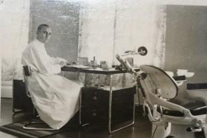 Opa Paul Esch in seiner Praxis